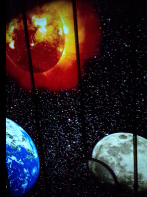 太陽と月と地球のコラボレーション
