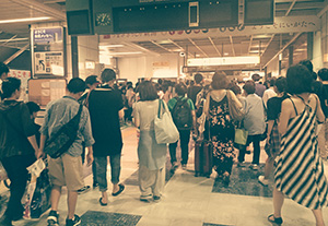 激混みな新潟駅